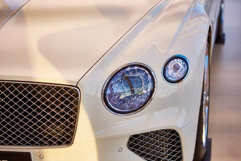 Λεπτομέρειες για το πολυτελές αυτοκίνητο Κλείσιμο προβολέων σεντάν Φόντο για φανούς αυτοκινήτου στοκ φωτογραφία με δικαίωμα ελεύθερης χρήσης