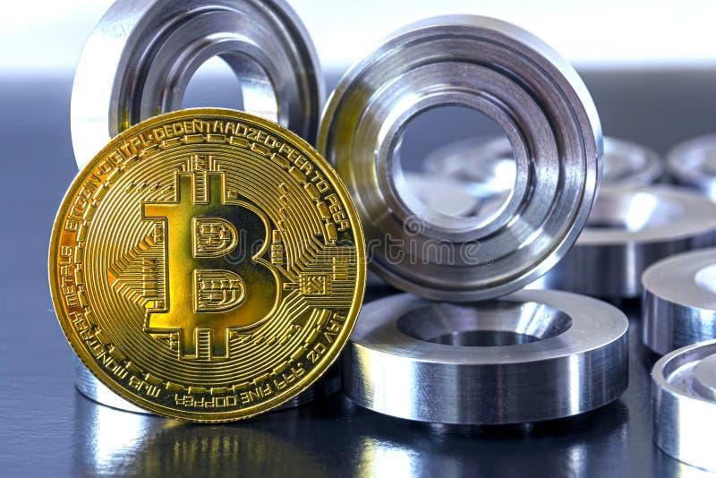 Λεπτομέρειες σε λάχανο και bitcoin σε μαύρο φόντο Η έννοια του πραγματικού και εικονικού εισοδήματος, οι αποδοχές στο διαδίκτυο στοκ εικόνες