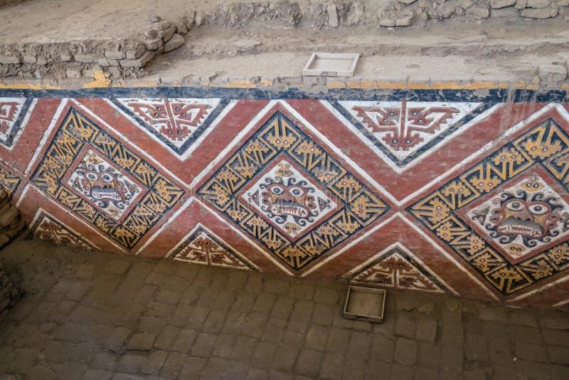 Λεπτομέρειες του χαρασμένου τοίχου επί Huaca de Λα Luna του αρχαιολογικού τόπου - Trujillo, Περού στοκ φωτογραφία με δικαίωμα ελεύθερης χρήσης