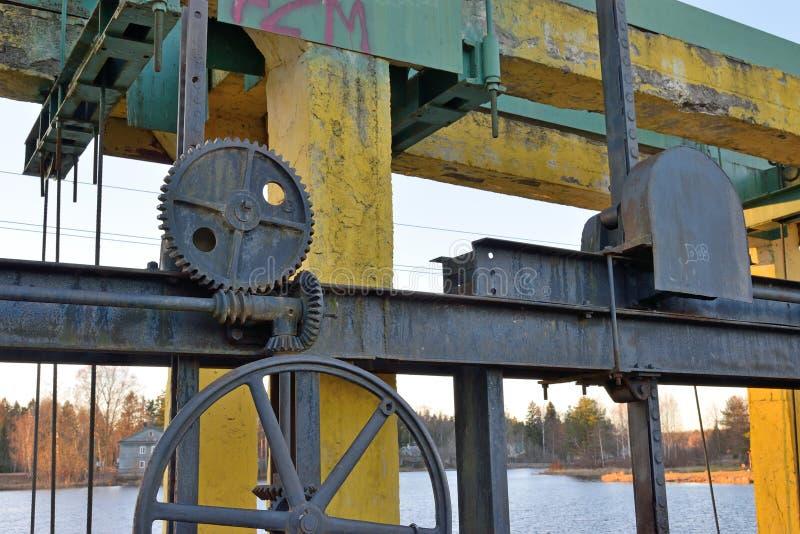 Λεπτομέρειες των μηχανικών μονάδων ενός υδροηλεκτρικού φράγματος στοκ φωτογραφίες με δικαίωμα ελεύθερης χρήσης