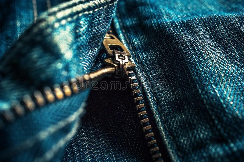 Λεπτομέρειες φερμουάρ μετάλλων τζιν παντελόνι τζιν r στοκ εικόνα