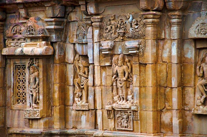 Λεπτομέρειες χάραξης στον εξωτερικό τοίχο του ναού, ναός Pattadakal σύνθετος, περιοχή Karnataka παγκόσμιων κληρονομιών της ΟΥΝΕΣΚ στοκ φωτογραφία με δικαίωμα ελεύθερης χρήσης