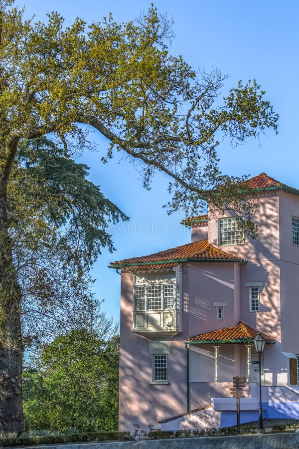 Λεπτομερής άποψη του κλασικού κτηρίου που βρίσκεται στον τουρίστα σύν στοκ φωτογραφία με δικαίωμα ελεύθερης χρήσης