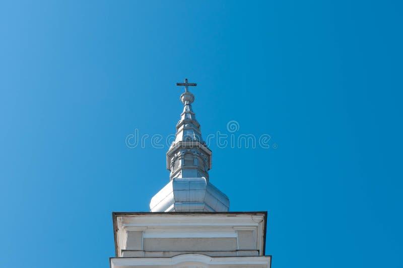 Λεπτομερής εικόνα της καθολικής διακοσμημένης εκκλησία κορυφής στεγών στοκ εικόνες