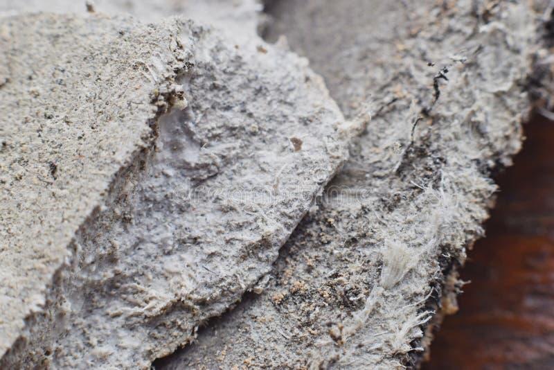 Λεπτομερής φωτογραφία της στέγης που καλύπτει το υλικό με τις ίνες αμιάντων Υγεία επιβλαβής και αποτελέσματα κινδύνων στοκ εικόνες