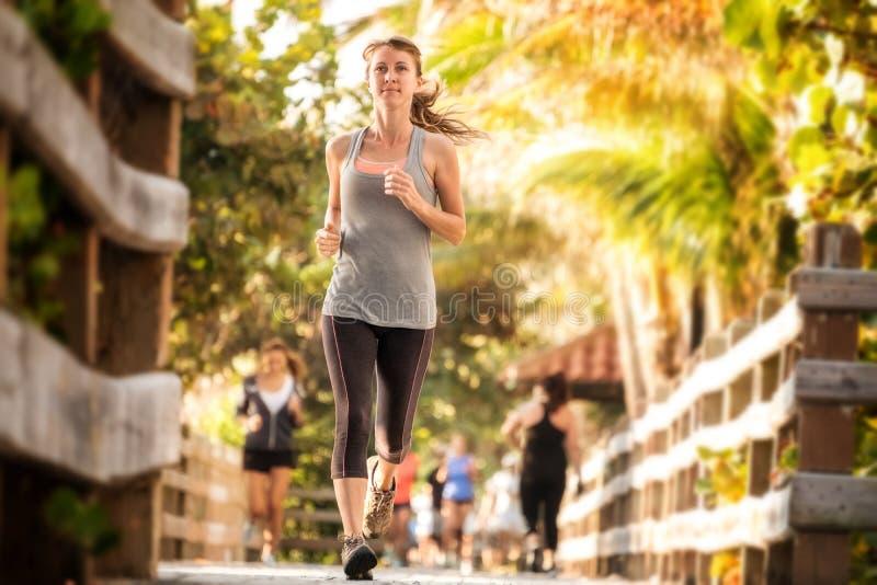 Λεπτό τρέξιμο γυναικών στοκ φωτογραφίες με δικαίωμα ελεύθερης χρήσης