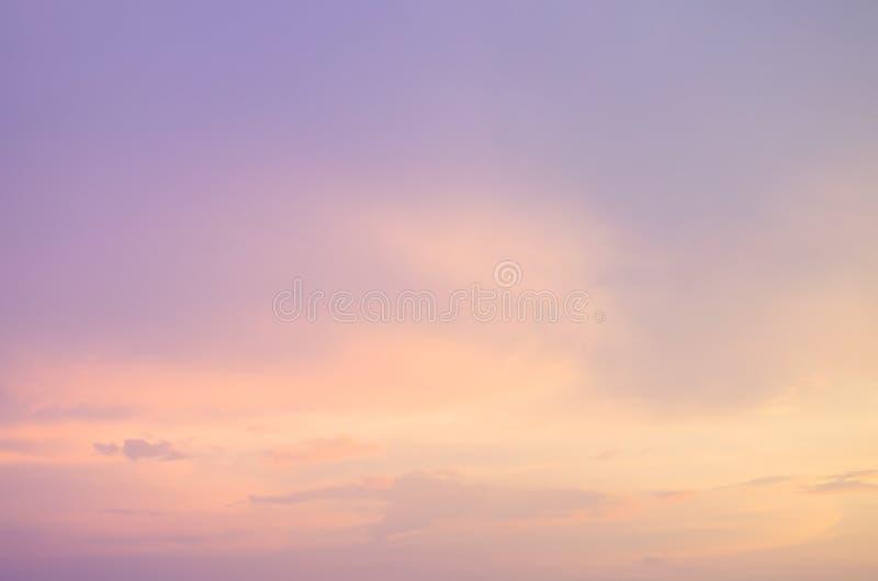 Λεπτό υπόβαθρο του όμορφου ουρανού κρητιδογραφιών στοκ εικόνες