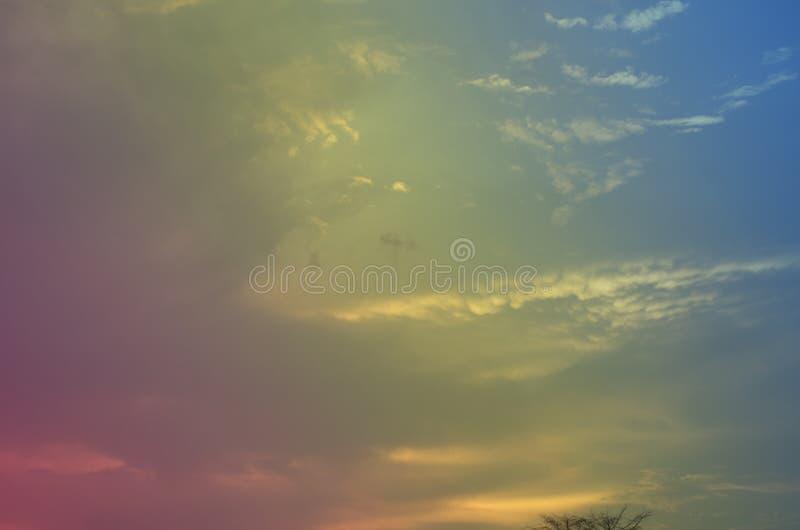 Λεπτό υπόβαθρο του όμορφου ουρανού κρητιδογραφιών στοκ φωτογραφίες