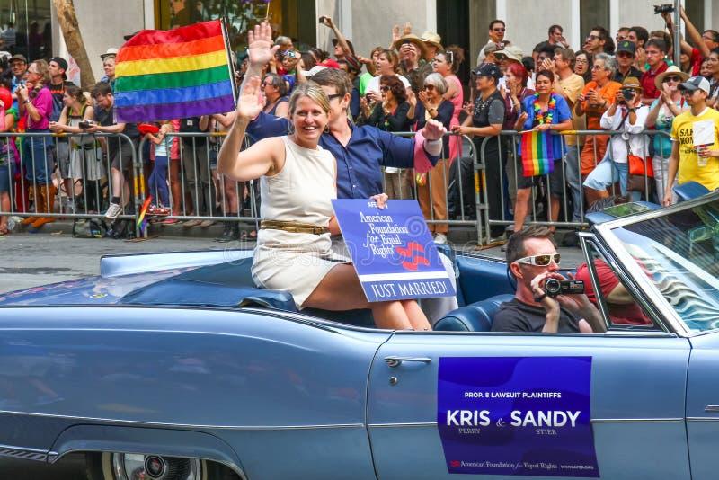Λεσβιακό παντρεμένο ζευγάρι παρελάσεων υπερηφάνειας του Σαν Φρανσίσκο στοκ φωτογραφίες με δικαίωμα ελεύθερης χρήσης
