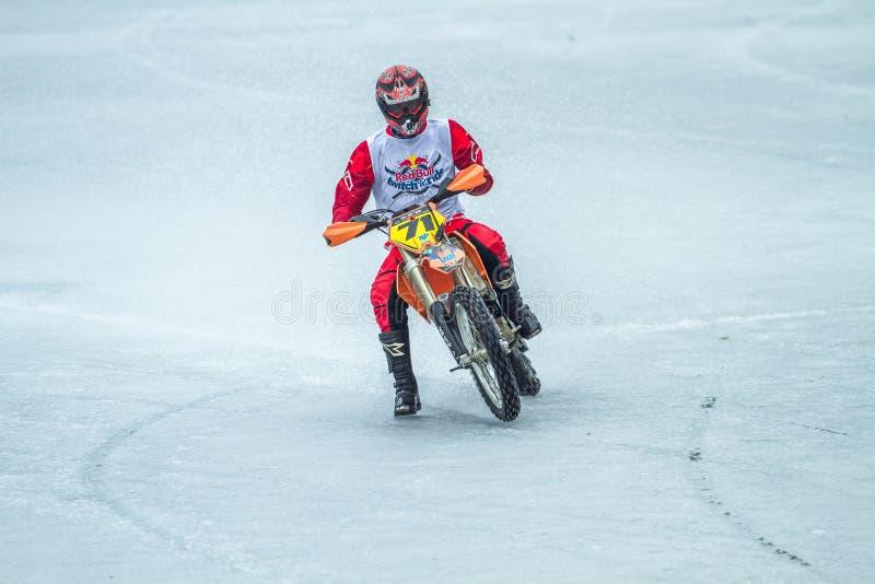 Λετονία, Raiskums, χειμερινό μοτοκρός, οδηγός με τη μοτοσικλέτα, φυλή στοκ εικόνες