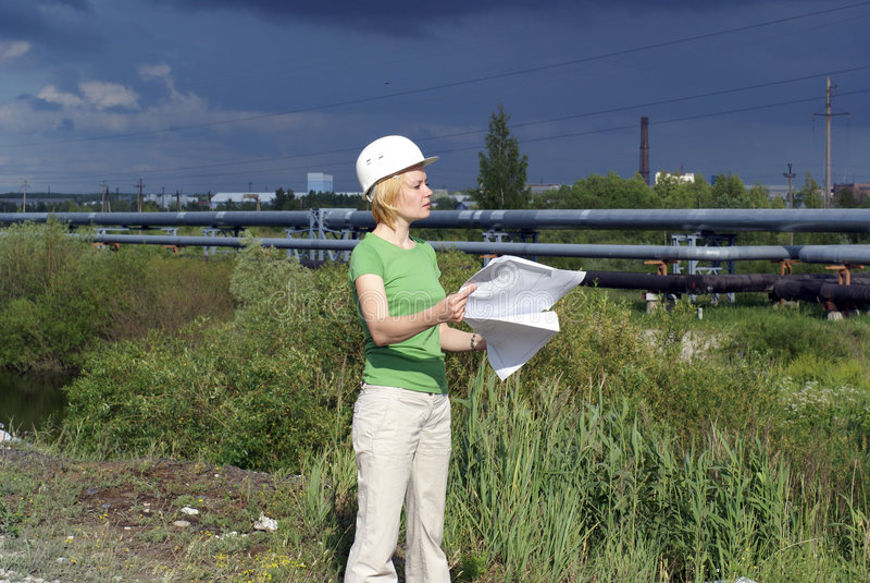 λευκή γυναίκα ασφάλειας καπέλων μηχανικών αρχιτεκτόνων στοκ εικόνα με δικαίωμα ελεύθερης χρήσης