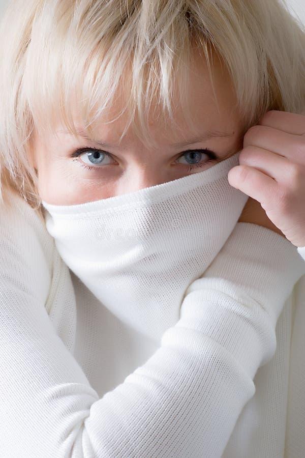 Download λευκή γυναίκα πουλόβερ στοκ εικόνες. εικόνα από νέος, καυκάσιος - 2228870