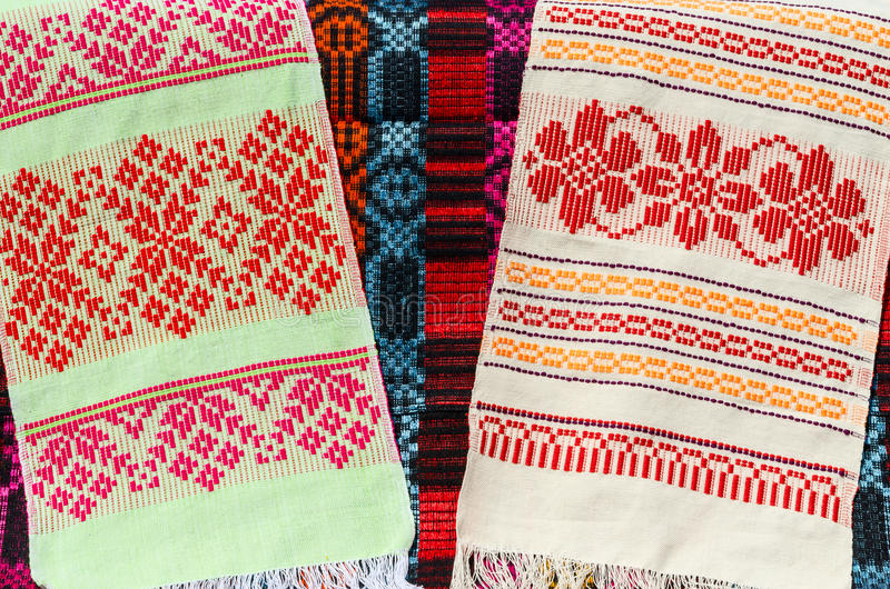 Λευκορωσικές πετσέτες με μια κλασική γεωμετρική διακόσμηση στοκ φωτογραφία