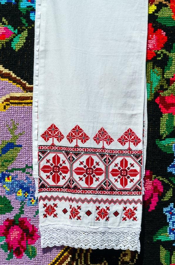 Λευκορωσική κεντημένη πετσέτα με τις παραδοσιακές διακοσμήσεις στοκ φωτογραφίες με δικαίωμα ελεύθερης χρήσης