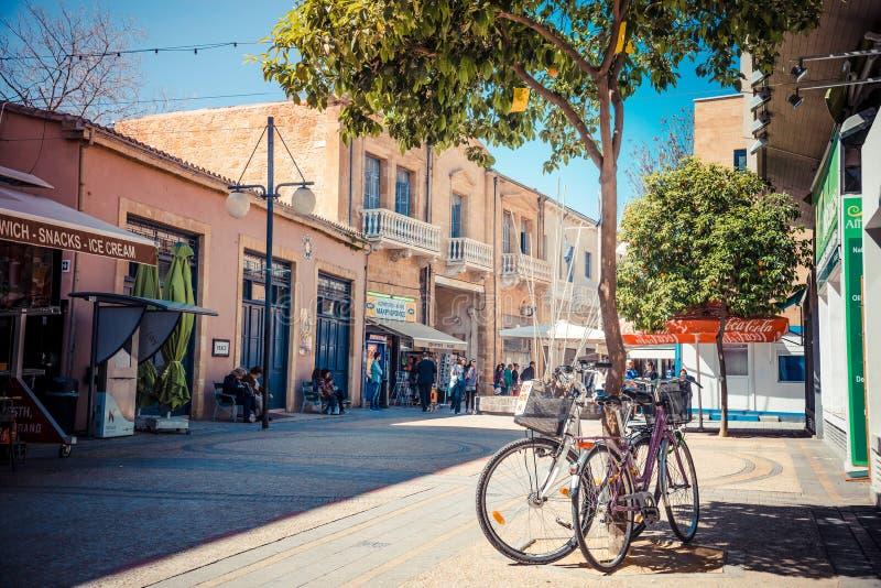 ΛΕΥΚΩΣΙΑ - 13 ΑΠΡΙΛΊΟΥ: Διασταυρούμενο σημείο οδών της Λήδρας στις 13 Απριλίου 2015 στη Λευκωσία, Κύπρος Σημείο ελέγχου στην ουδέ στοκ φωτογραφία με δικαίωμα ελεύθερης χρήσης