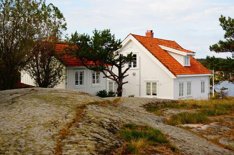 Λευκός Οίκος κοντά στο φιορδ Kragero, Portor στοκ φωτογραφίες με δικαίωμα ελεύθερης χρήσης