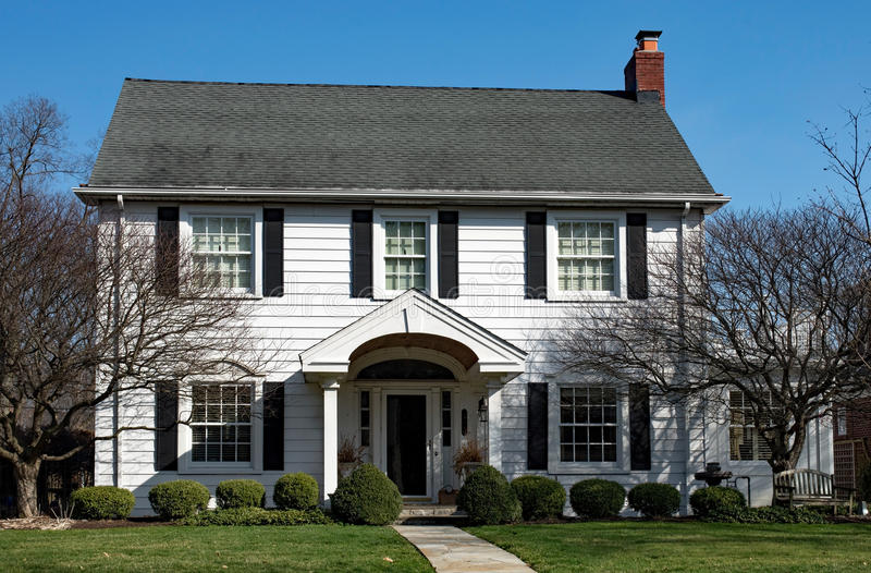 Λευκός Οίκος με Flagstone τον περίπατο στοκ φωτογραφία με δικαίωμα ελεύθερης χρήσης
