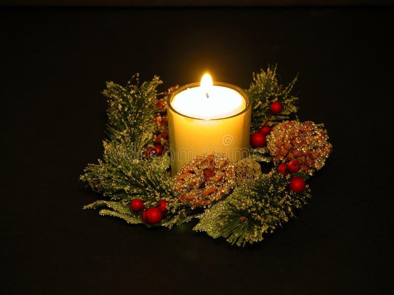 Download λευκό κεριών στοκ εικόνα. εικόνα από πυρκαγιά, μαύρα, διακοπές - 53337