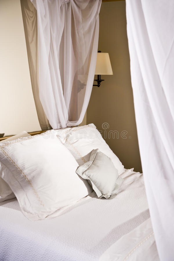 λευκό μαξιλαριών θόλων σπ&om στοκ εικόνες με δικαίωμα ελεύθερης χρήσης