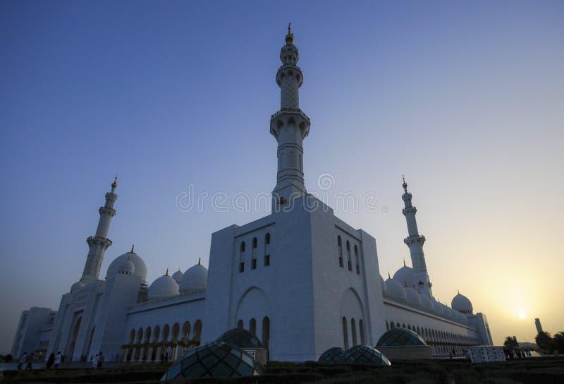 λευκό μουσουλμανικών τεμενών του Αμπού Νταμπί στοκ φωτογραφίες