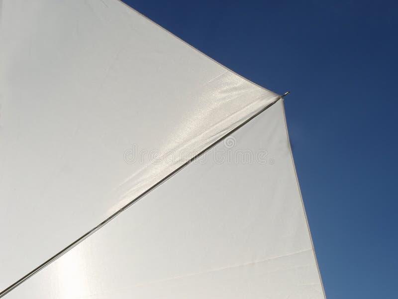 λευκό ομπρελών στοκ φωτογραφίες με δικαίωμα ελεύθερης χρήσης