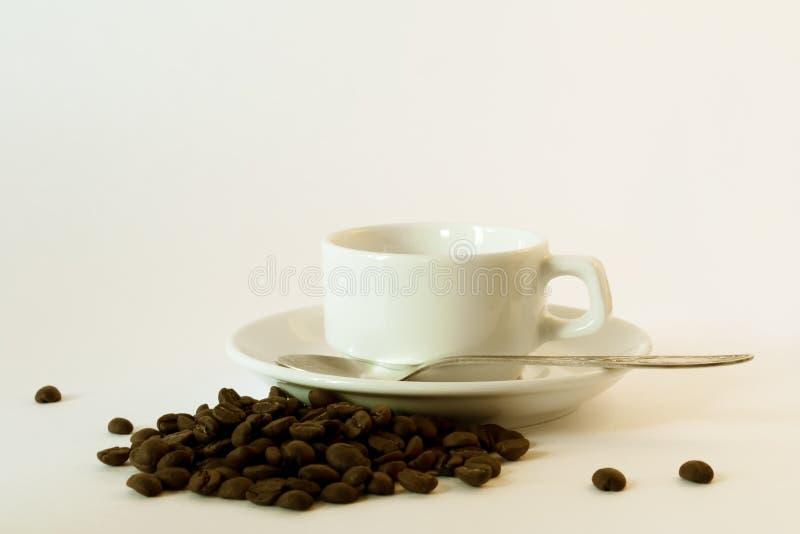 λευκό πιατακιών φλυτζανιών καφέ στοκ εικόνα