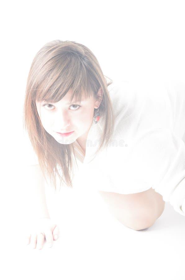 λευκό πορτρέτου κοριτσιών ανασκόπησης στοκ εικόνα