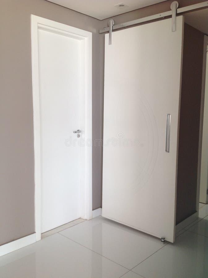 λευκό πορτών στοκ εικόνες
