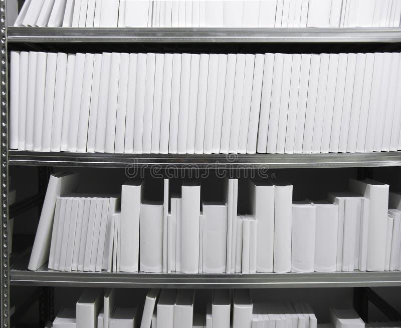 λευκό ραφιών βιβλίων στοκ φωτογραφία