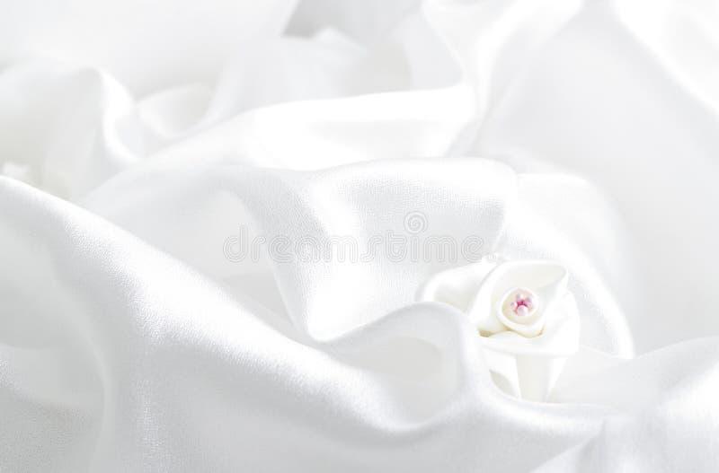 λευκό σατέν τριαντάφυλλων υφάσματος στοκ φωτογραφία