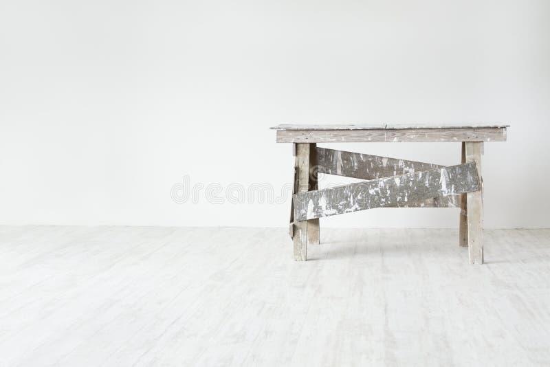 λευκό σκαλών κατασκευής grunge εσωτερικό στοκ φωτογραφία με δικαίωμα ελεύθερης χρήσης