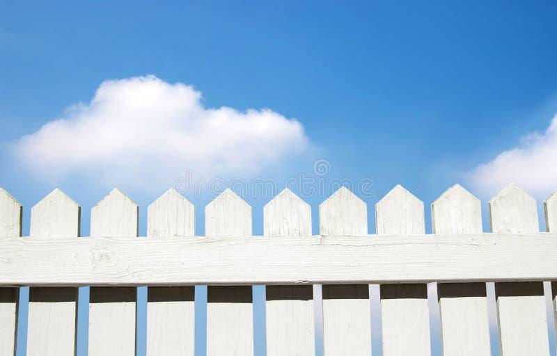 λευκό στύλων φραγών στοκ φωτογραφία