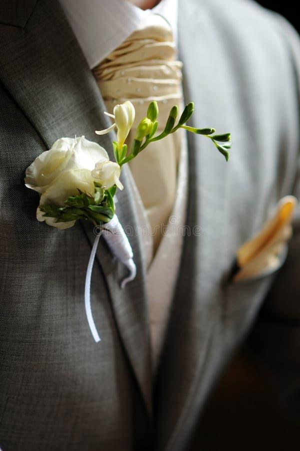 λευκό fressia μπουτονιερών στοκ εικόνες