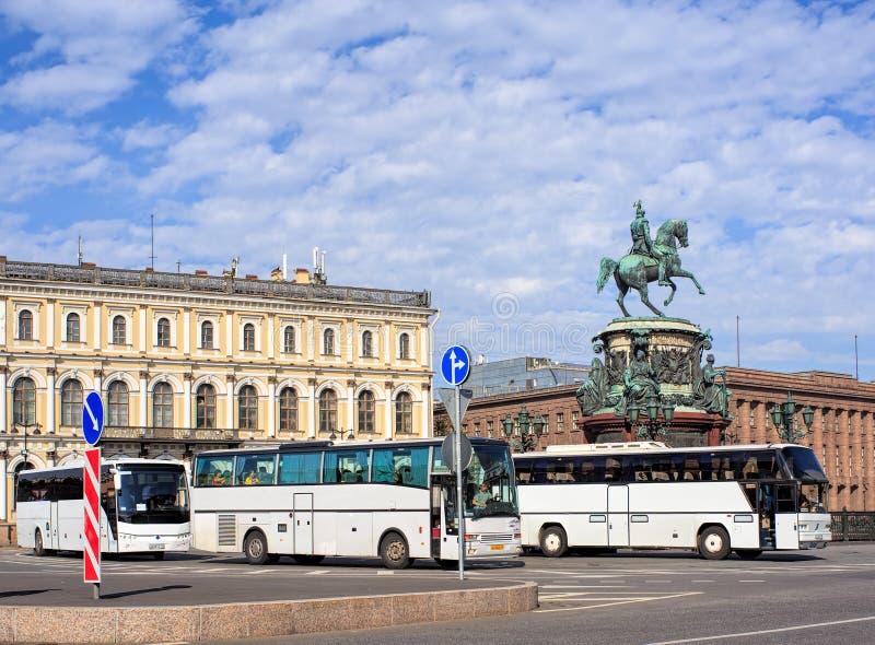 Λεωφορεία τουριστών στη Αγία Πετρούπολη, Ρωσία στοκ φωτογραφία