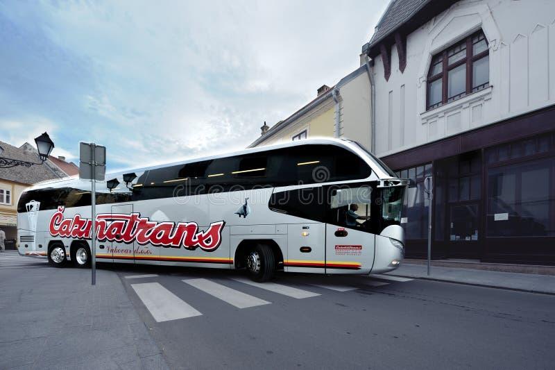 Λεωφορείο πολυτέλειας στις οδούς στοκ εικόνες