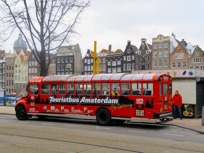 Λεωφορείο τουριστών στο Άμστερνταμ 0812 στοκ φωτογραφίες