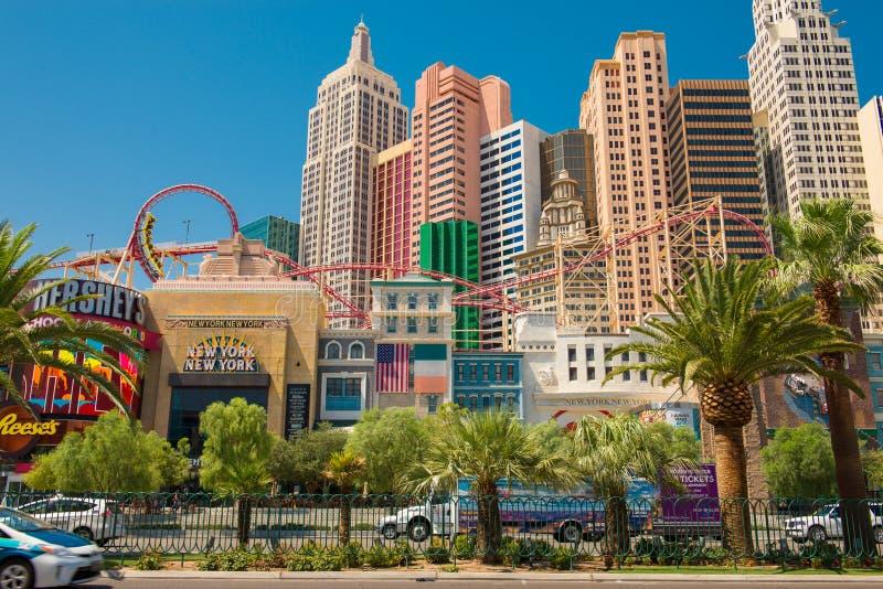 Λεωφόρος του Λας Βέγκας με τη χαρτοπαικτική λέσχη ξενοδοχείων της Νέας Υόρκης Νέα Υόρκη στο σκηνικό στοκ φωτογραφία με δικαίωμα ελεύθερης χρήσης