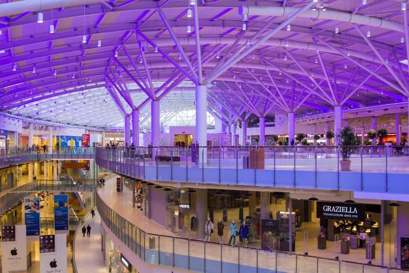 Λεωφόρος Aviapark, το μεγαλύτερο εμπορικό κέντρο στην Ευρώπη στοκ φωτογραφίες