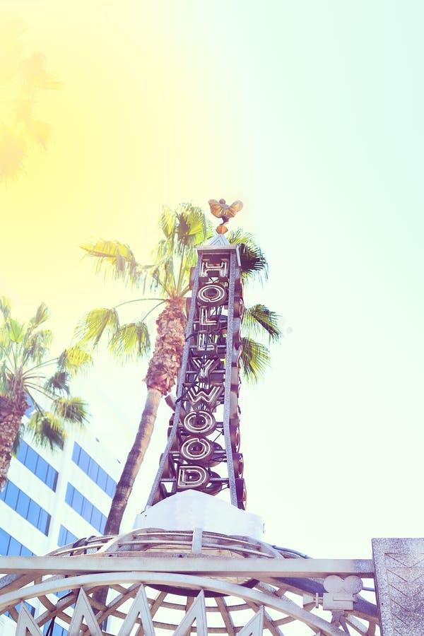 Λεωφόρος Hollywood στην πόλη του Λος Άντζελες κόκκινος τρύγος ύφους κρίνων απεικόνισης στοκ φωτογραφία