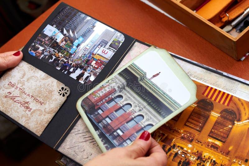 Λεύκωμα της Νέας Υόρκης Scapbook με το κατασκευασμένο έγγραφο στοκ φωτογραφία