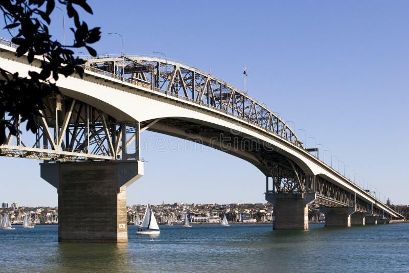 Download λιμάνι γεφυρών του Ώκλαντ στοκ εικόνα. εικόνα από κυκλοφορία - 525215