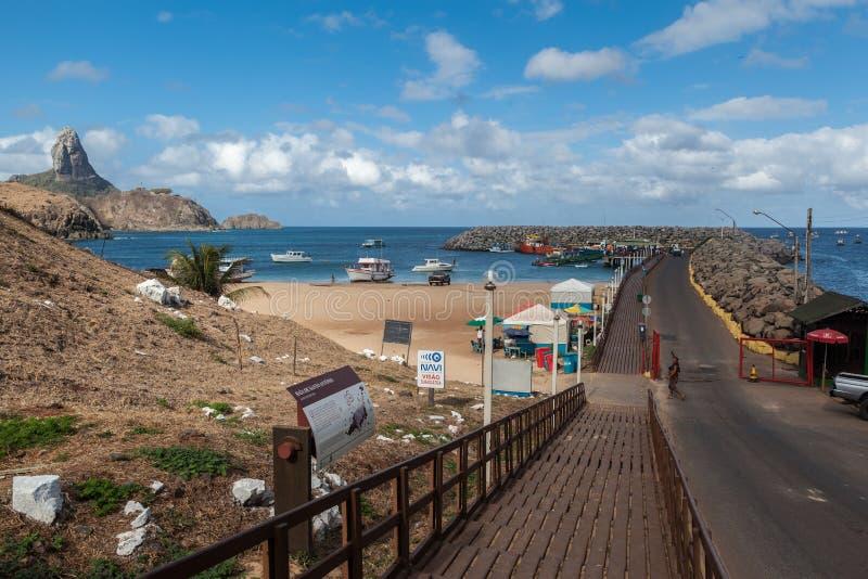 Λιμάνι και Pico Hill Fernando de Noronha Βραζιλία στοκ φωτογραφία με δικαίωμα ελεύθερης χρήσης