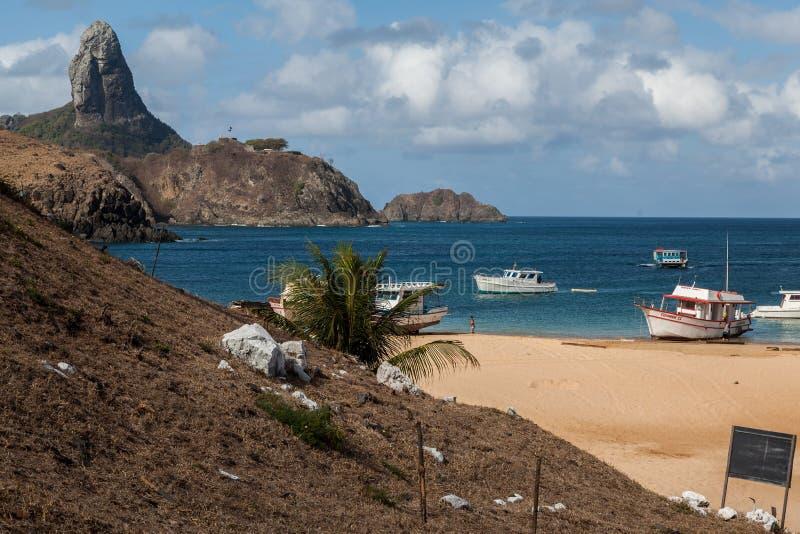 Λιμάνι και Pico Hill Fernando de Noronha Βραζιλία στοκ φωτογραφίες
