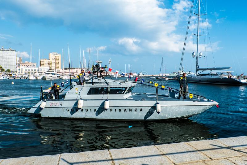 05-13-2018, λιμάνι της Σαρδηνίας, Κάλιαρι, Guardia Di Finanza Boat W στοκ εικόνα