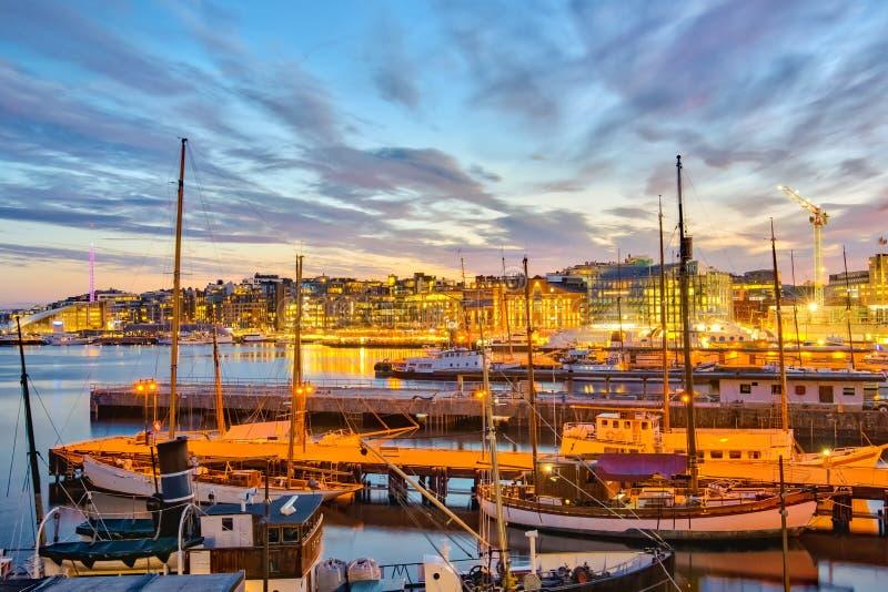 Λιμάνι του Όσλο τη νύχτα στην πόλη του Όσλο, Νορβηγία στοκ εικόνα