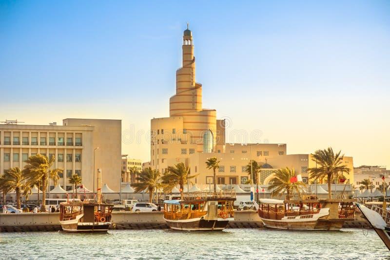 Λιμάνι Dhow και μουσουλμανικό τέμενος Doha στοκ φωτογραφία