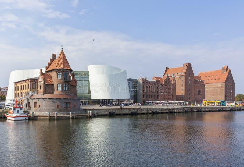 Λιμάνι Stralsund με το κτήριο Ozeaneum στοκ φωτογραφίες με δικαίωμα ελεύθερης χρήσης