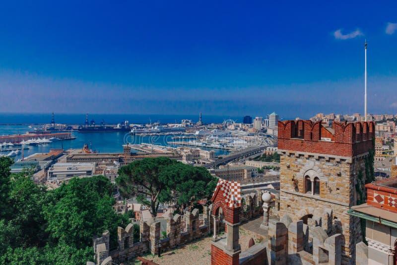 Λιμένας της Γένοβας που αντιμετωπίζεται Ιταλία από το Δ ` Albertis Castle στη Γένοβα, στοκ φωτογραφία