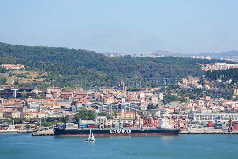 Λιμένας του ποταμού της Λισσαβώνας και Tagus στην Πορτογαλία στοκ φωτογραφία
