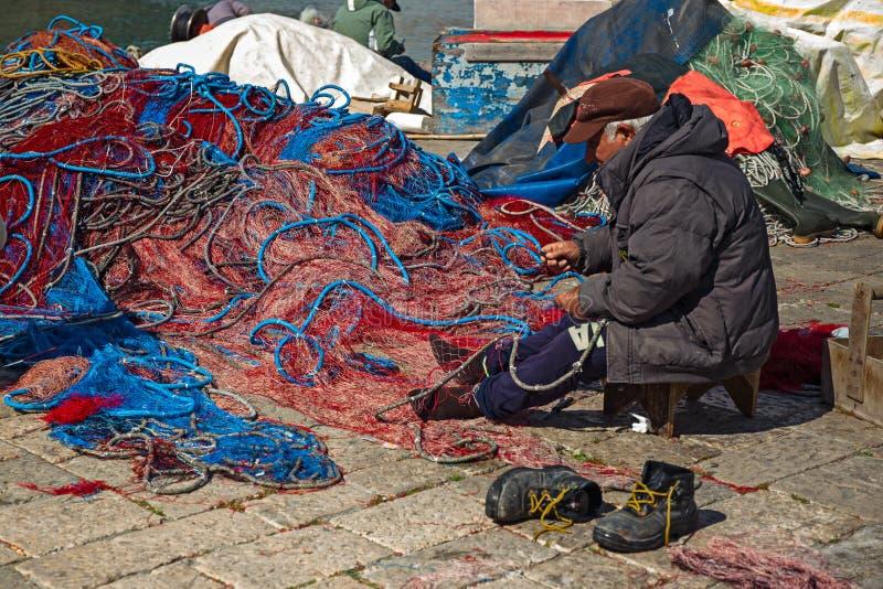 Λιμένας των αλιευτικών σκαφών Gallipoli, με την πρόθεση ψαράδων στοκ φωτογραφίες με δικαίωμα ελεύθερης χρήσης
